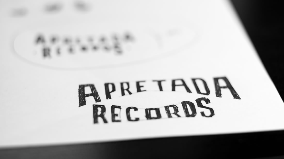 Logotipo Apretada Records por Drool estudio creativo - 4