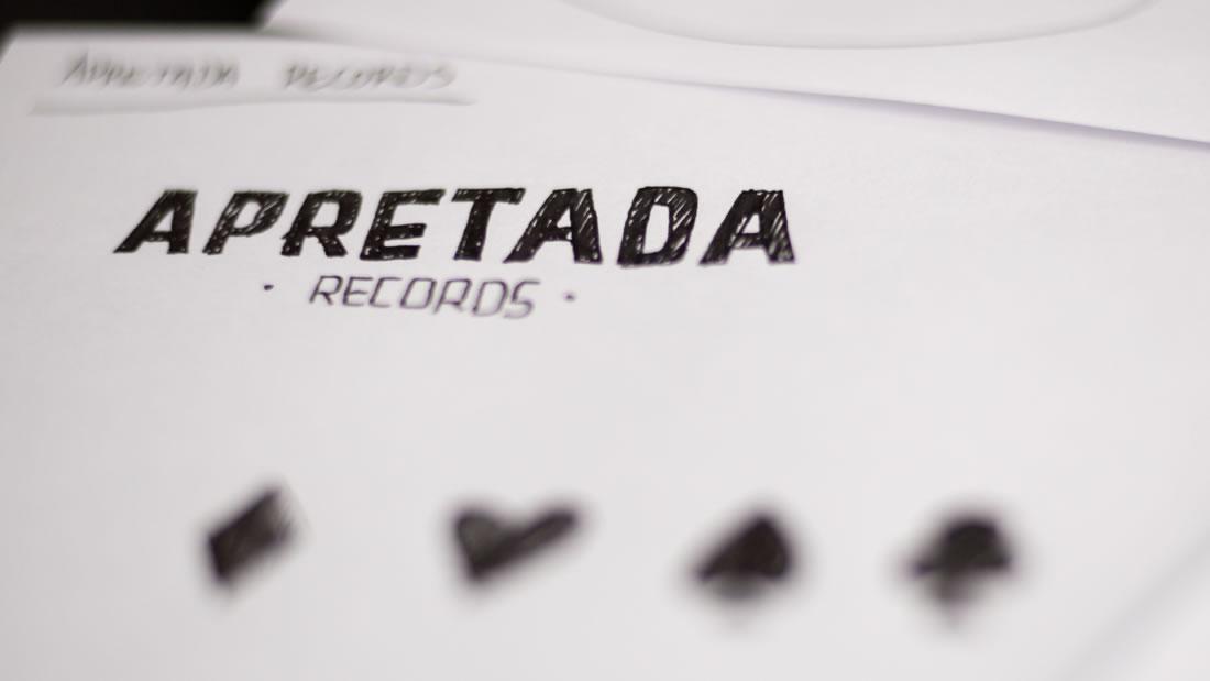 Logotipo Apretada Records por Drool estudio creativo - 5