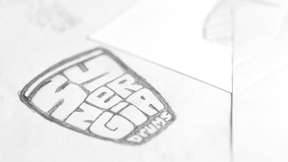 Logotipo Sinergía Drums por Drool estudio creativo - 4