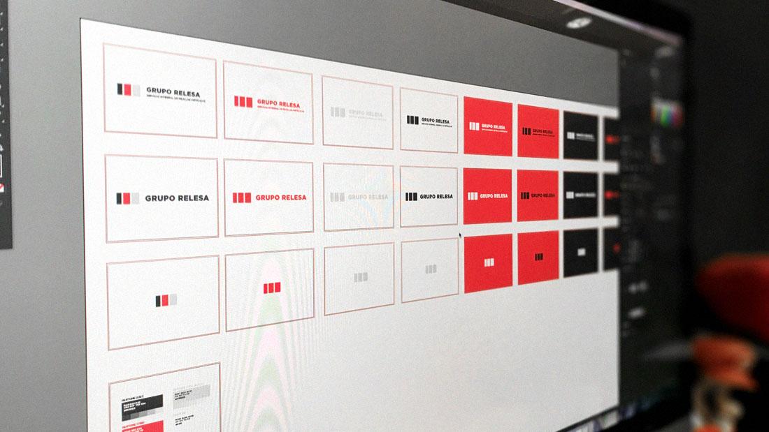 Muestra de las versiones de la identidad visual de Grupo Relesa